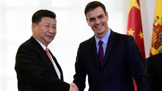 El presidente chino, Xi Jinping junto a su homólogo español, Pedro Sánchez