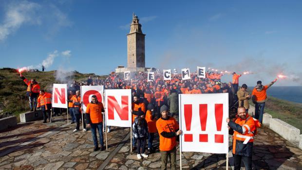Cientos de trabajadores de la planta de Alcoa manifestándose