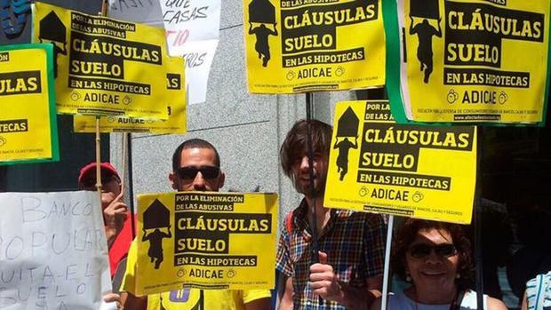 Imagen de archivo de una protesta de afectados por cláusulas suelo abusivas