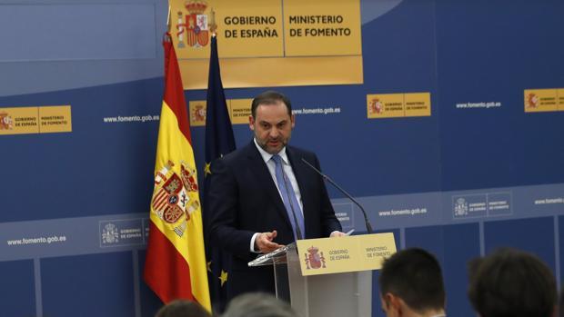 Fomento reduce un 2% la inversión en el AVE y triplica la de Cercanías