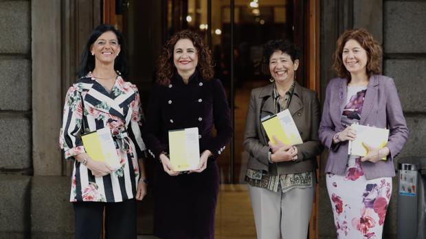 La ministra de Hacienda, María Jesús Montero, ha llevado los Presupuestos hoy en el Congreso