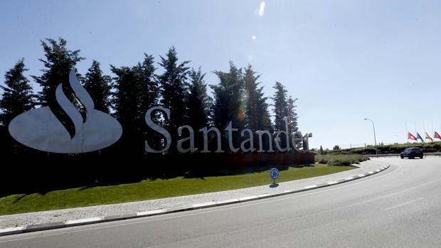 Entrada a la Ciudad Financiera del Santander