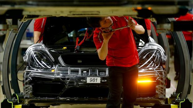Las protestas están protagonizadas por empleados de Porsche, Daimler y Bosch, entre otras compañías
