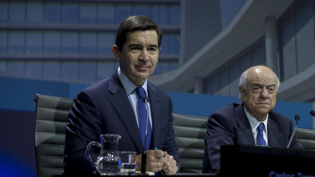 Carlos Torres junto a Francisco González