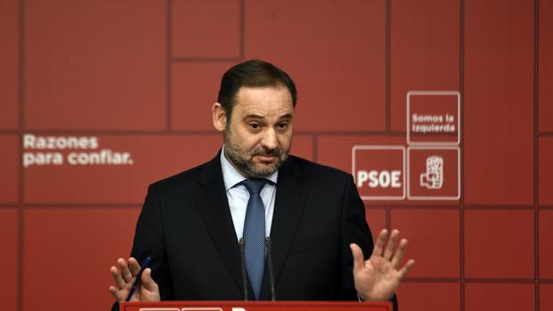 El ministro anunció el miércoles su disposción a mediar en el conflicto, aunque recuerda que ahora es competencia de las comunidades autónomas