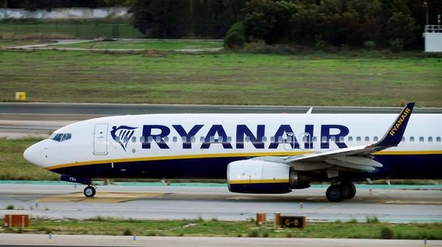 Un avión de Ryanair despegando del aeropuerto de Málaga