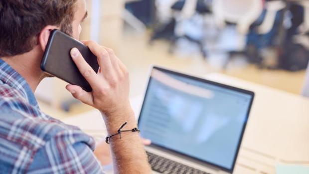 No conteste la llamada ni abra el mensaje, puede ser una estafa a través de su teléfono móvil