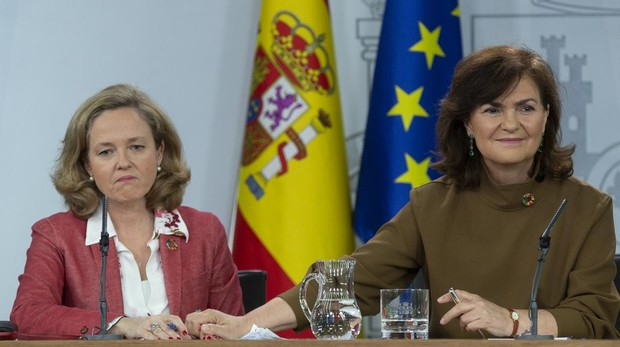 Nadia Calviño, ministra de Economía, y Carmen Calvo, vicepresidenta