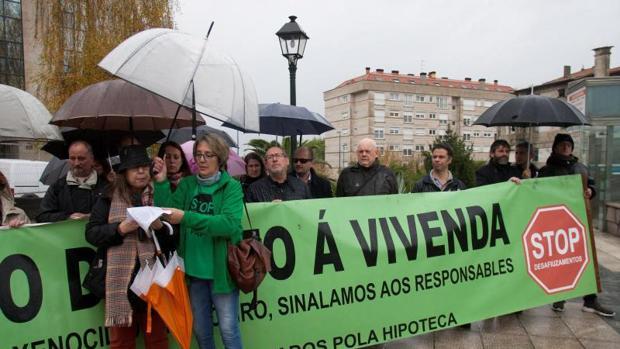 Concentración organizada por la plataforma de afectados por las hipotecas de Vigo