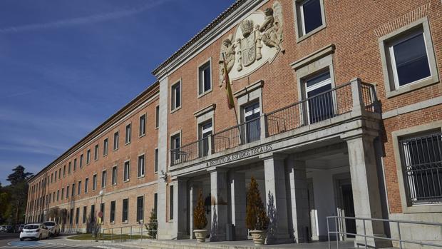 La entrada al edificio del Instituto de Estudios Fiscales, al que pertenece las Escuela de la Hacienda Pública