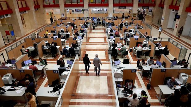 Oficina de la Agencia Tributaria en Madrid en plena Campaña de la Renta