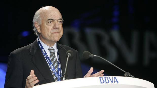 El consejo de BBVA cede a la presión y fuerza a González a dejar sus cargos honoríficos