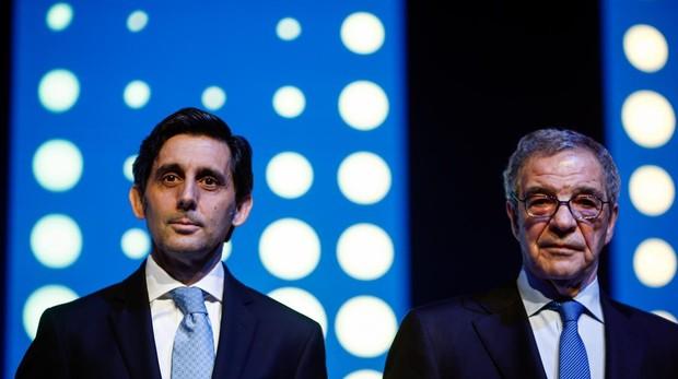 El presidente de Telefónica, José Antonio Álvarez-Pallete, junto a su predecesor, César Alierta