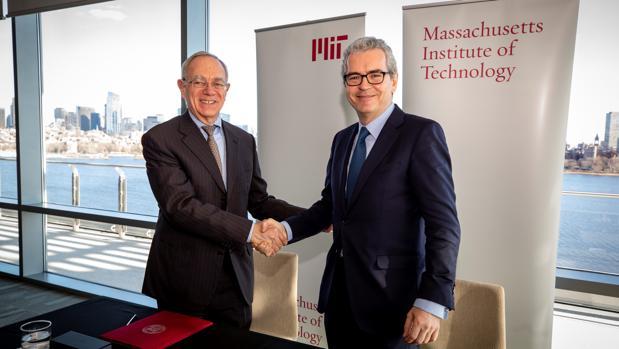 Pablo Isla (d), presidente de Inditex, y el presidente del MIT, Rafael Reif (i)