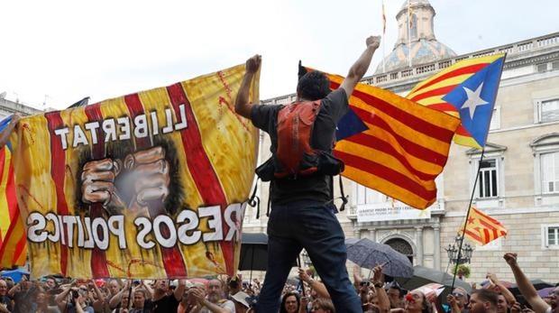 Las elecciones y Cataluña disparan el riesgo político de España