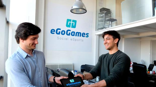 Baldomero Sánchez (izda) y Alejandro Sáez (dcha), cofundadores de la plataforma «eGoGames»