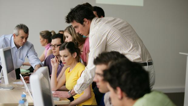 La red de contactos es clave en el 52% de los casos para encontrar una nueva colocación