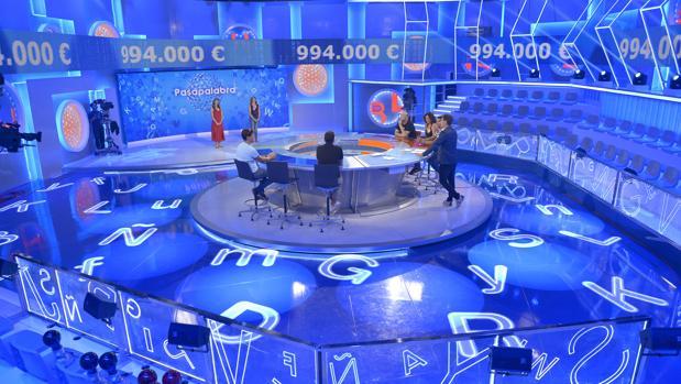 Los premios que reparte Loterías y Apuestas del Estado (Lotería Nacional, Bonoloto, Euromillones, Quiniela, etc), los sorteos organizados por la Cruz Roja Española o la ONCE, se encuentran exentos de tributar en el IRPF