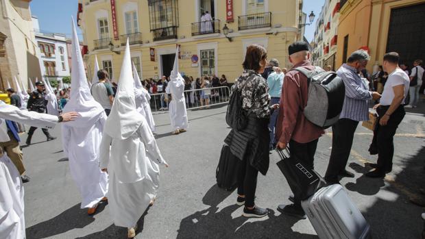 Turistas en la Semana Santa de Sevilla