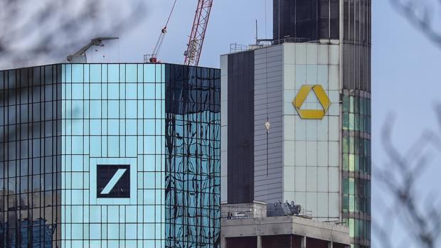 Las sedes de Deutsche Bank (izq.) y Commerzbank en Frankfurt