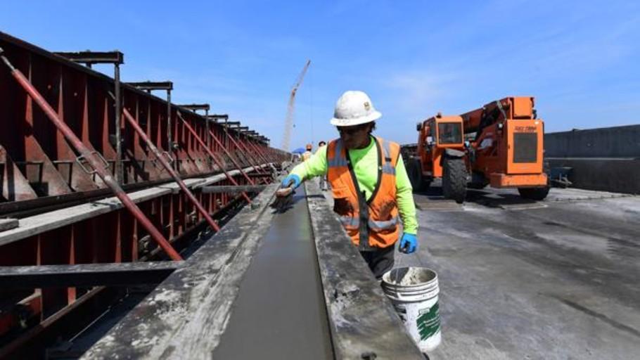 California demanda a Trump por quitar ayudas al AVE que construían ACS y Ferrovial