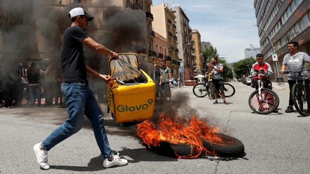 Protestas en Barcelona tras el fallecimiento de un «rider» de Glovo