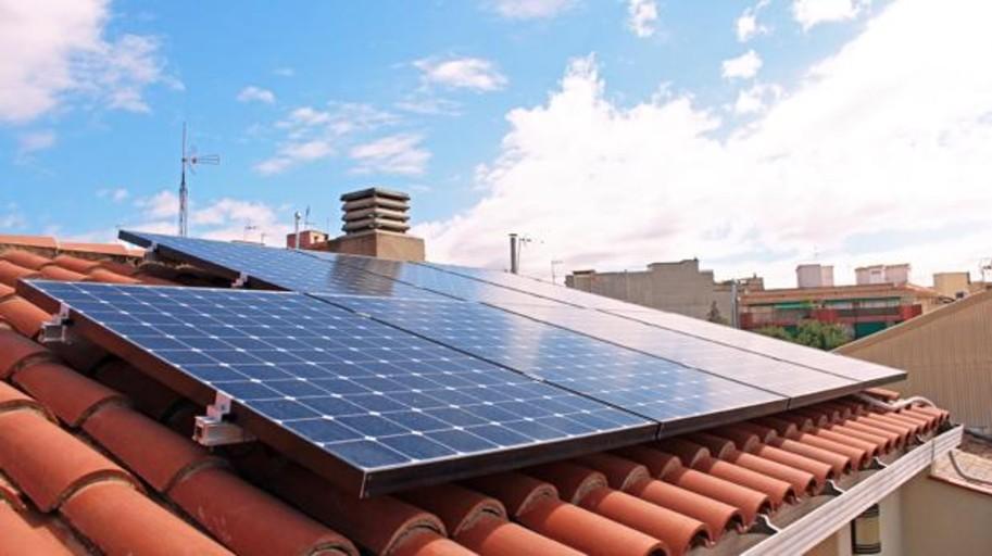 Los paneles solares pueden ahorrar más de 700 euros anuales en la factura de la luz