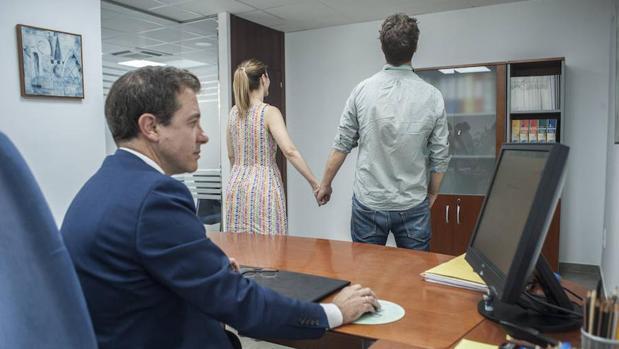 Hacienda boda Badajoz: Hacienda interrumpe la celebración de un enlace en Badajoz: «Hemos venido a embargar su boda»