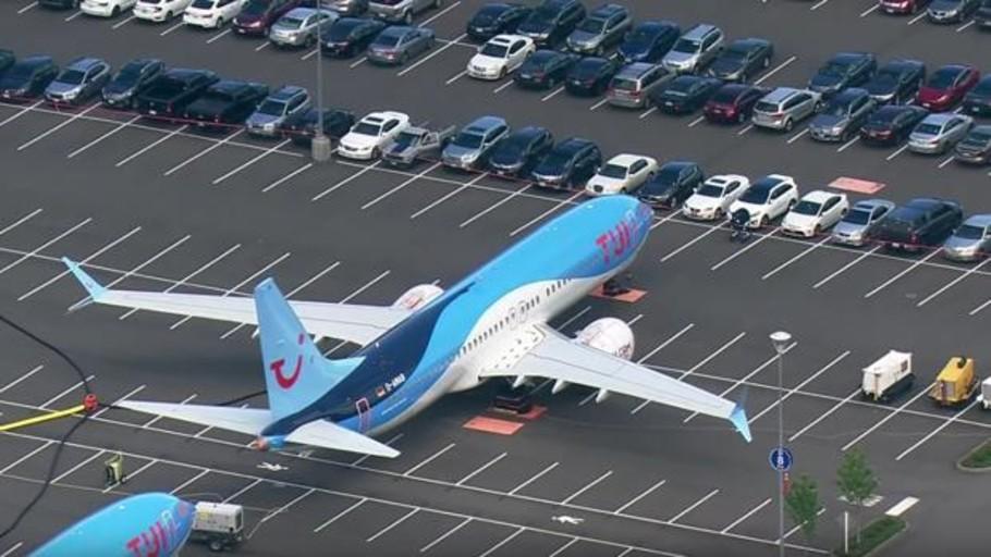 Boeing tiene tantos 737 MAX en revisión que los están aparcando junto a los coches de los empleados