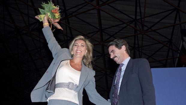 Norma Duval mostró su apoyo público a Aznar en la campaña del 93