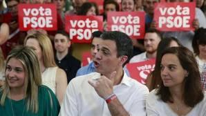 Sánchez resalta los «cambios de chaqueta» de Iglesias con la consulta catalana
