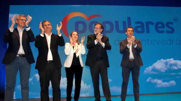 El expresidente del Gobierno Mariano Rajoy; la presidenta del Congreso, Ana Pastor; el presidente de la Xunta, Alberto Núñez Feijóo, ayer en Pontevedra