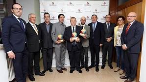 Foto de los premiados y autoridades