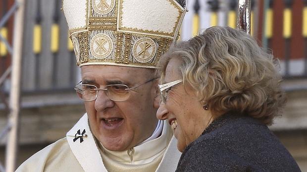Carmena desea ante la Virgen de la Almudena que Madrid sea «techo para el desahuciado»