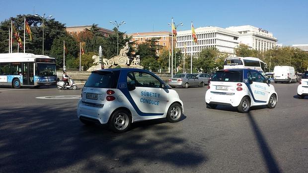 Nuevos Smart Fortwo Ed de Car2go, esta mañana, en Cibeles