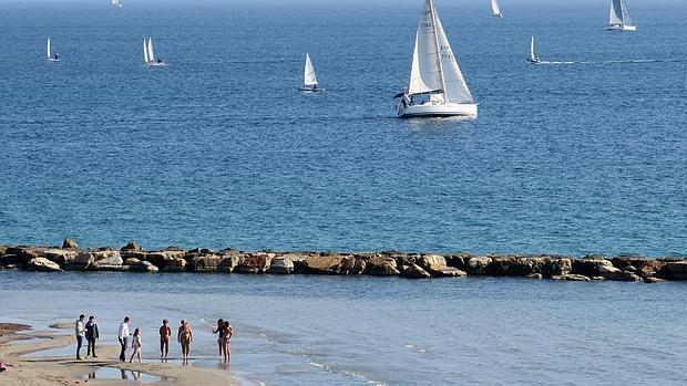 Imagen de la playa de El Postiguet de Alicante