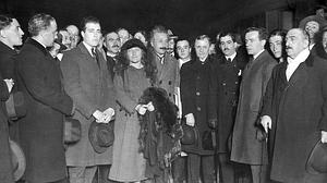 La surrealista anécdota entre Einstein y una castañera en su visita a Madrid