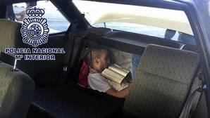 Descubren a un inmigrante oculto en el doble fondo de un vehículo en Algeciras
