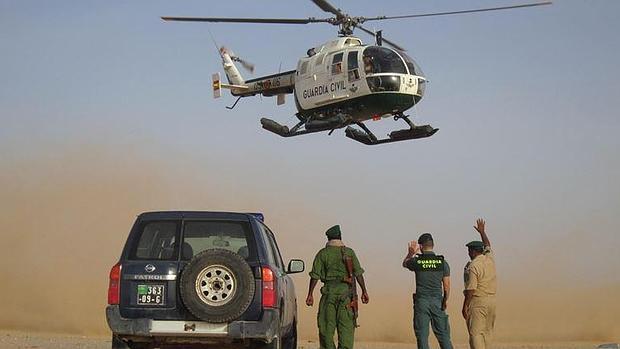 Gendarmería mauritana y agentes de la Guardia Civil en el país africano