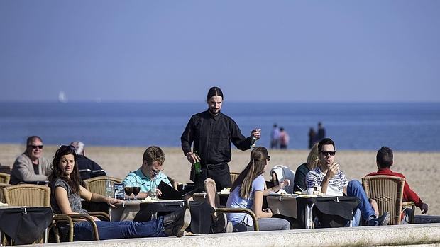 Puente festivo valencia recibe a los turistas con temperaturas primaverales - Hoteles en la playa de la malvarrosa ...