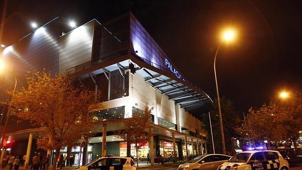 Centro comercial el recreo nalgas ricas de jovencita vestidito azul - 1 5
