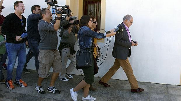 Cambian la cerradura de un ayuntamiento de fuerteventura para evitar la sustituci n del alcalde - Itv puerto del rosario ...