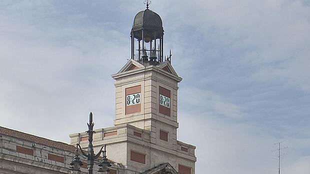 7bddfc349447 LA INOCENTADA DE LA COMUNIDADCifuentes digitaliza el reloj de la Puerta del  Sol para las campanadas de Nochevieja