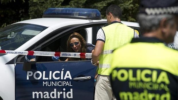 Un coche patrulla de los municipales en una imagen de archivo ÓSCAR DEL POZO