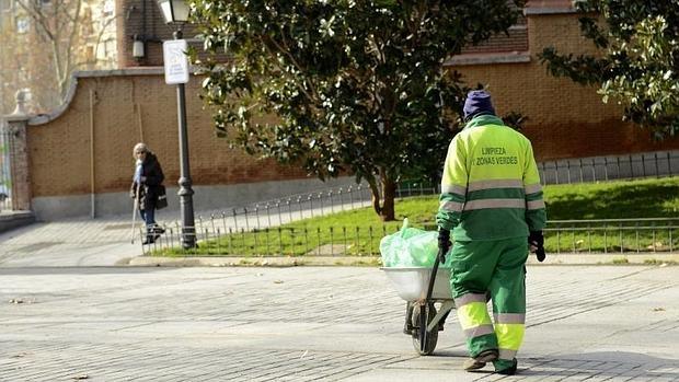 valoriza retira el erte a sus trabajadores de limpieza y