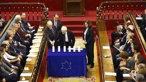 El Senado recuerda el Holocausto porque «callar sería consentir»