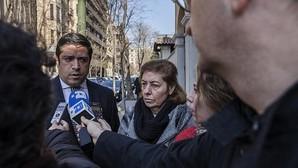 Carmen González (dcha), la madre del pequeño Diego, junto a su abogado han conseguido la reapertura de nuevas diligencias por parte de la Fiscalía de Menores
