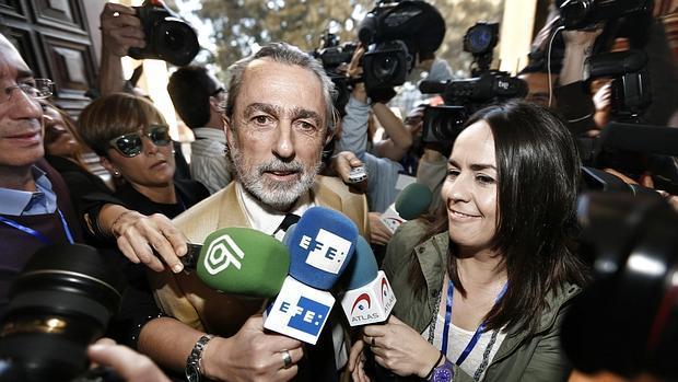 Imagen del cabecilla de Gürtel, Francisco Correa, en las puertas del TSJ valenciano