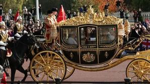 La Reina de Inglaterra y el presidente de China se dirigen al Palacio de Buckingham en la última visita de Estado que ha recibido Isabel II, en octubre de 2015