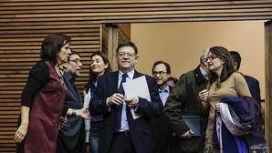 Ximo Puig con Mónica Oltra, en las Cortes Valencianas